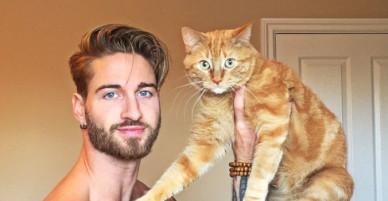 [CHÙM ẢNH] Hot boy đẹp hút hồn tập gym với mèo cưng gây sốt cộng đồng Instagram