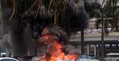 Ô tô đang đỗ trong sân bay Nội Bài bỗng nhiên bốc cháy dữ dội làm 1 người chết