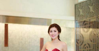 Bỏng mắt với đầm xẻ hông cao táo bạo của các mỹ nhân Việt