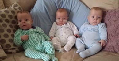 Các bé trai sinh ba chỉ nặng 0,4 kg sống sót kỳ diệu