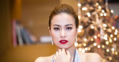 Hoàng Thùy Linh diện váy yếm với áo choàng lông, khoe đồng hồ hơn 1 tỷ đồng