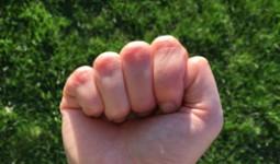 Phán đoán tính cách qua kiểu nắm tay của người Nhật