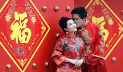 Phụ nữ Trung Quốc nhiều tiền và học cao có quyền chọn 'phi công trẻ'