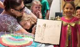 Sinh nhật buồn của cô bé tự kỷ biến thành party 150 người sau khi mẹ bé đăng lên Facebook