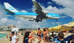 Sân bay đáng sợ nhất thế giới hoạt động trở lại sau siêu bão