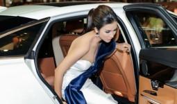 Kim Tuyến đi xe gần sáu tỷ đồng dự ra mắt phim