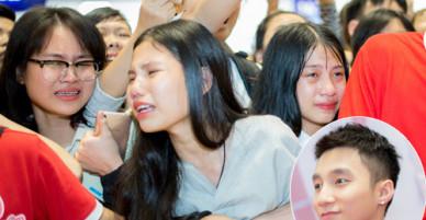 Người hâm mộ gào khóc khi thấy Sơn Tùng M-TP