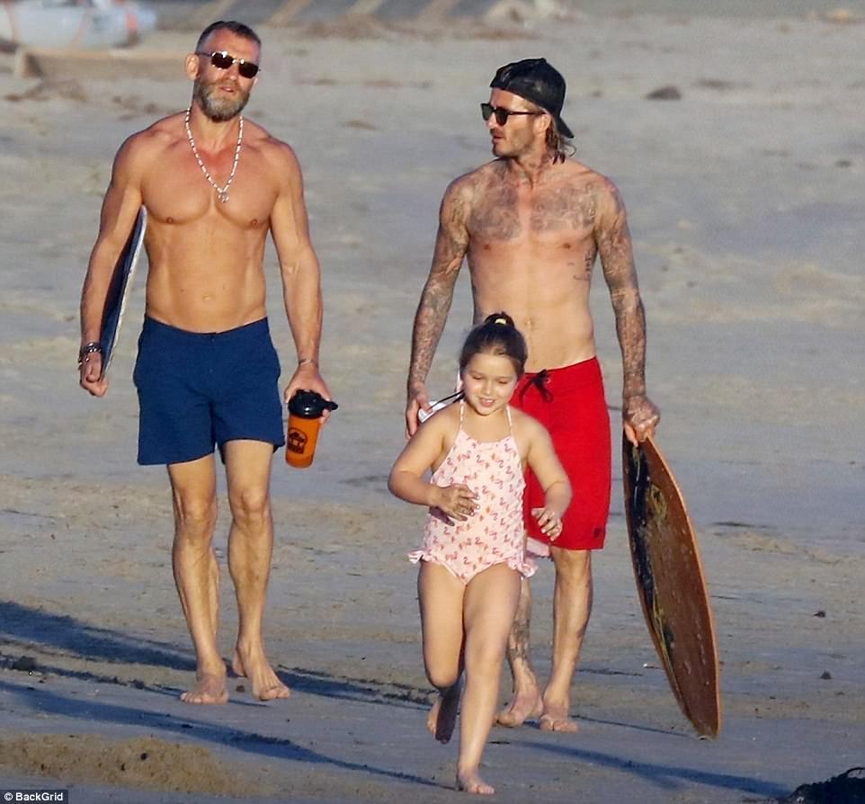Harper giờ đã 6 tuổi nhưng với Beckham thì vẫn luôn là em bé nhỏ nhắn cần được bế bồng - Ảnh 5.