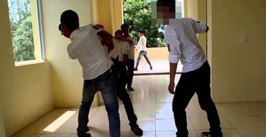 Tạm giữ hai thanh niên đánh chết bạn trong trường học