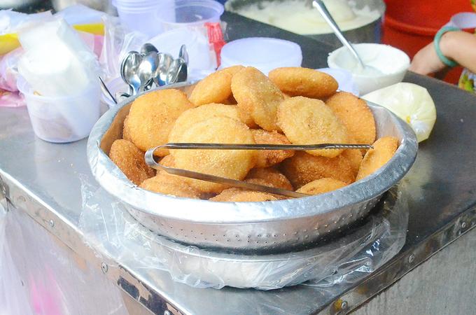 Quán bánh đúc vừa bán vừa như đuổi khách ở Sài Gòn