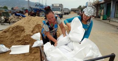 Người dân Nam Trung Bộ chạy bão Damrey