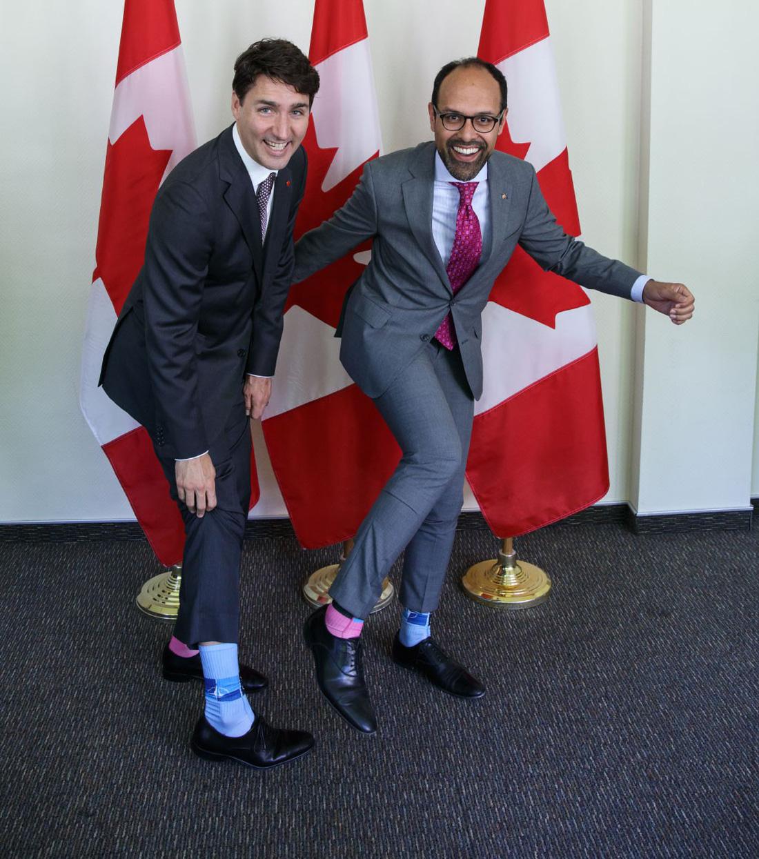 Justin Trudeau, thủ tướng canada, ngoại giao vớ, ngoại giao tất, đôi tất của Justin Trudeau, canada, tin8