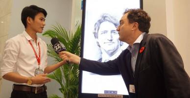 9X Quảng Ngãi được phóng viên Canada phỏng vấn khi gửi tặng thủ tướng Justin Trudeau tranh chân dung