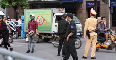 Tổng thống Mỹ Donald Trump tới Hà Nội, an ninh thắt chặt tại các tuyến đường trung tâm
