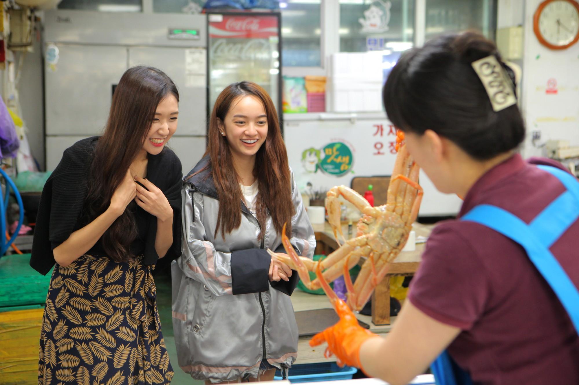Clip khám phá Hàn Quốc siêu dễ thương của Kaity Nguyễn và hotgirl Ca sĩ giấu mặt Jin Ju - Ảnh 4.