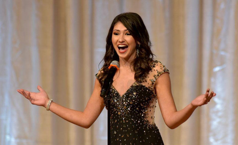 Nối nghiệp bố làm công việc trong mơ, ứng viên cuộc thi Hoa hậu quyết trở thành nhân viên vệ sinh nhặt rác ngoài đường - Ảnh 7.