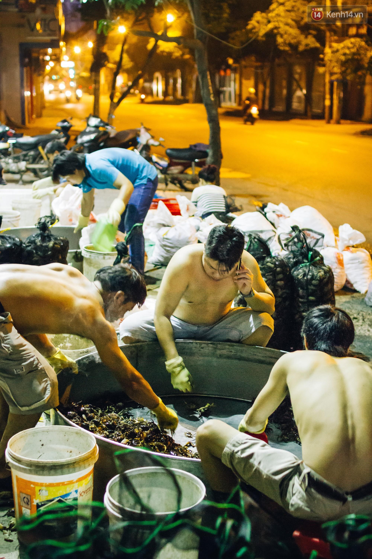 Chợ cua đặc biệt ở Sài Gòn: Suốt 50 năm chỉ tụ họp buôn bán lúc nửa đêm - Ảnh 3.