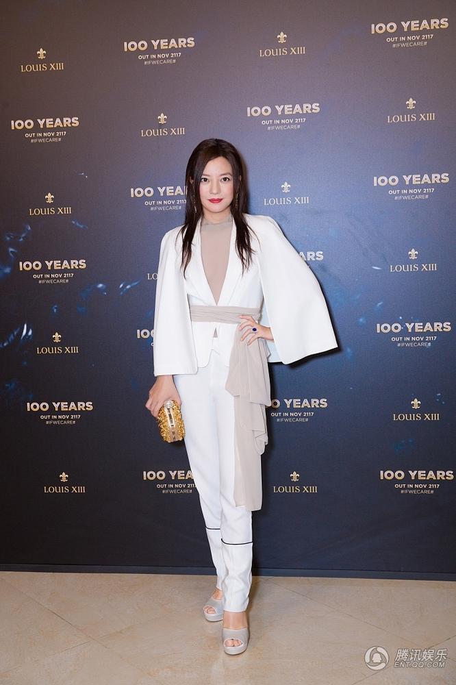 Triệu Vy gây phẫn nộ vì xuất hiện rạng rỡ và xinh đẹp tại sự kiện sau scandal gian lận chứng khoán - Ảnh 3.