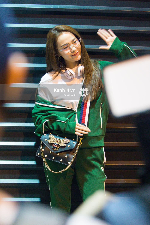 Diện đồ thể thao khoẻ khoắn, Minh Hằng nổi bật giữa sân bay lên đường đi Dubai tham dự tuần lễ thời trang quốc tế - Ảnh 7.