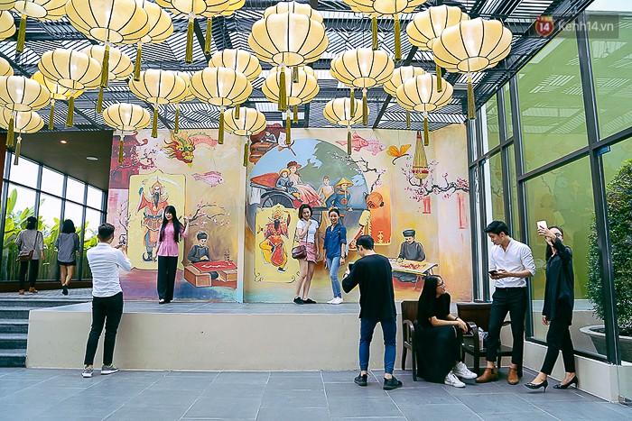 Giới trẻ hào hứng chụp ảnh với các biển quảng cáo Sài Gòn - Chợ Lớn xưa được trưng bày tại The Garden Mall - Ảnh 5.