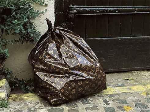 Túi rác, cưa máy, lựu đạn Louis Vuitton: Tất cả vẫn chưa xi nhê gì khi so với bồn cầu Louis Vuitton! - Ảnh 1.