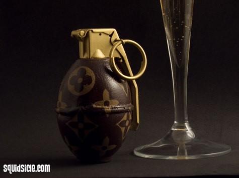 Túi rác, cưa máy, lựu đạn Louis Vuitton: Tất cả vẫn chưa xi nhê gì khi so với bồn cầu Louis Vuitton! - Ảnh 3.