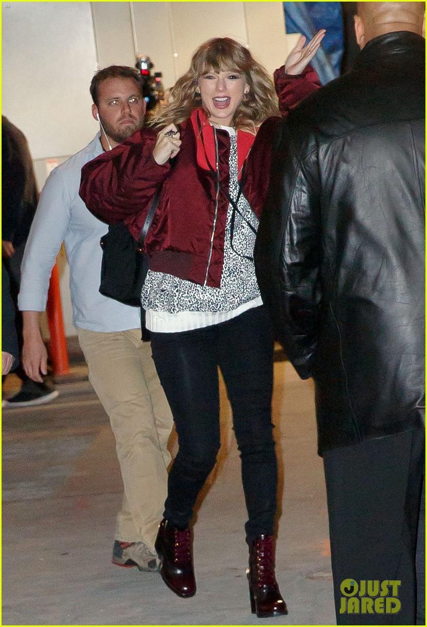 Taylor Swift gây ngỡ ngàng với thân hình phát tướng, hông nở đùi to trên phố - Ảnh 4.