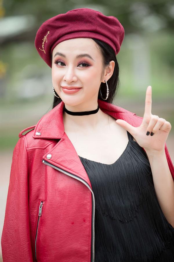 angela-phuong-trinh-huu-vi-khoa-moi-nhau-truoc-hang-tram-sinh-vien