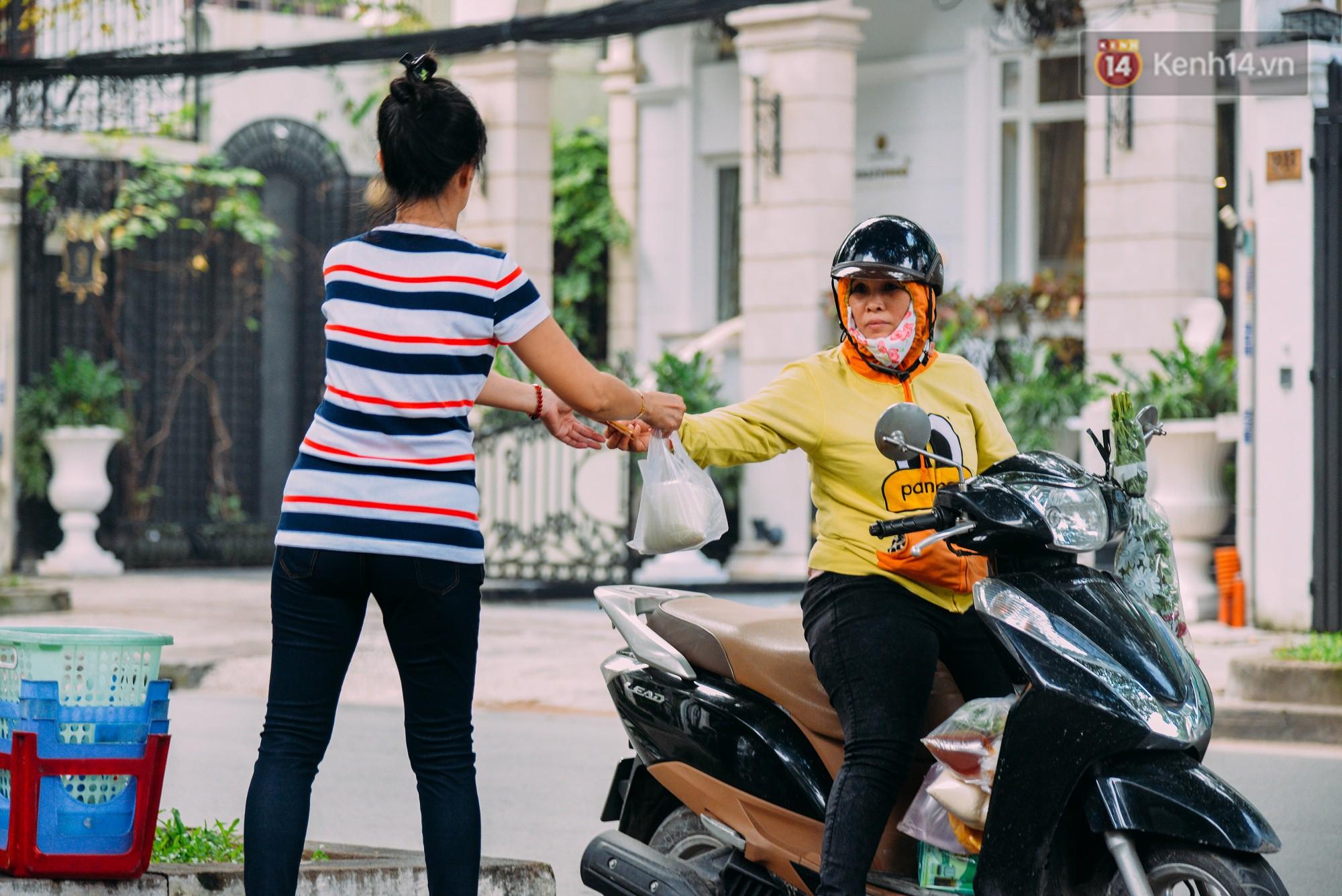 Sữa tươi Mười vào sáng tinh mơ và câu chuyện 20 năm gây thương nhớ của những cô chủ quán dễ thương nhất Sài Gòn - Ảnh 9.