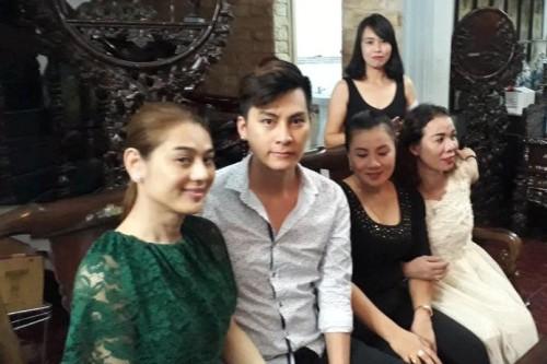 Lâm Khánh Chi và chồng trong ngày dạm ngõ.
