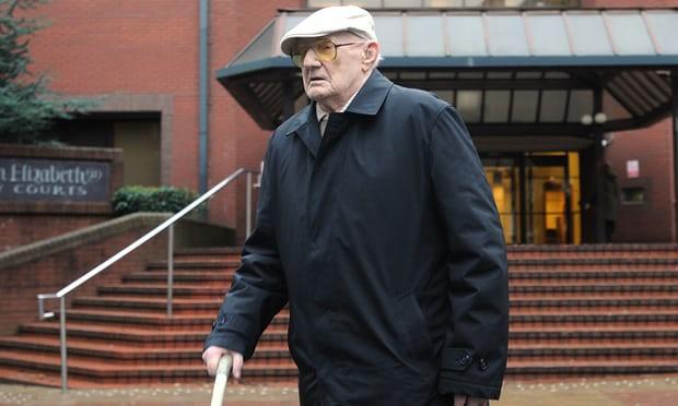 Vụ ấu dâm gây chấn động nước Anh: Người đàn ông 101 tuổi nhận án 13 năm tù với 30 lần xâm hại trẻ nhỏ - Ảnh 1.