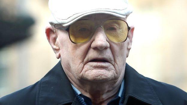 Vụ ấu dâm gây chấn động nước Anh: Người đàn ông 101 tuổi nhận án 13 năm tù với 30 lần xâm hại trẻ nhỏ - Ảnh 2.