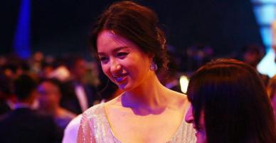 10 năm sau đăng quang Miss World, Trương Tử Lâm xuống sắc và đẫy đà hơn hẳn