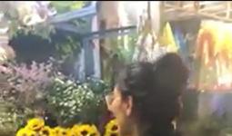 Biến căng: Cô gái quậy nát cửa hàng hoa vì bị chê ngực lép