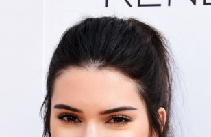 Kendall Jenner đánh bại Gisele Bundchen để trở thành người mẫu có thu nhập cao nhất trong năm 2017.