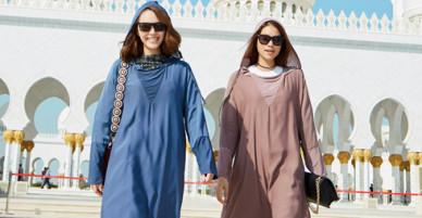 Minh Hằng, Phạm Hương mặc kín khi đi dạo ở Dubai