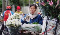 Chùm ảnh: Người Hà Nội xuống phố trong cái lạnh kỷ lục từ đầu mùa