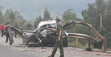 Quảng Nam: Ôtô nát bét sau tai nạn kinh hoàng, 2 người chết, 2 người bị trọng thương