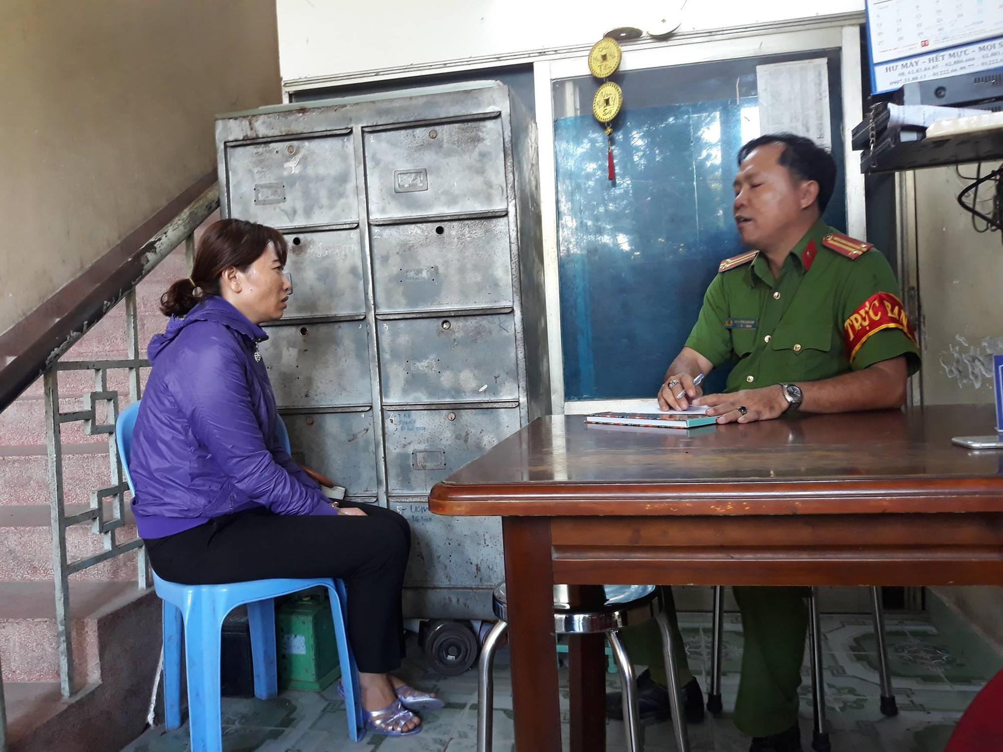 Vụ bạo hành trẻ mầm non ở Sài Gòn: Nhiều phụ huynh bức xúc gào khóc Tại sao lại đánh con tôi như thế - Ảnh 1.