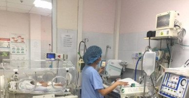 Bệnh viện Nhi TƯ vẫn nỗ lực cứu hai trẻ sinh non của Bắc Ninh trong tình trạng nặng