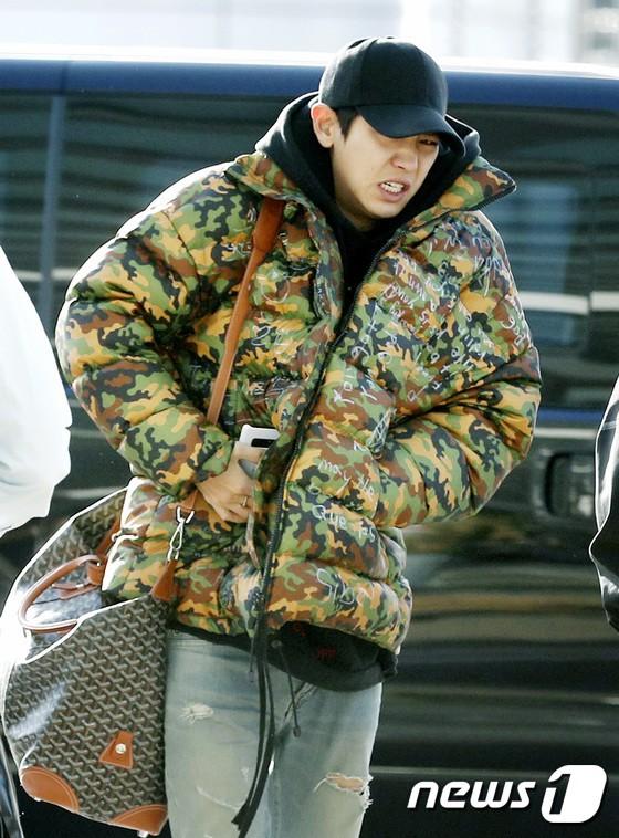 Sân bay MAMA Hồng Kông: Song Joong Ki tiều tụy bất ngờ, bà hoàng Lee Young Ae, EXO cùng dàn siêu sao đổ bộ - Ảnh 20.