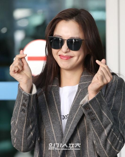 Sân bay MAMA Hồng Kông: Song Joong Ki tiều tụy bất ngờ, bà hoàng Lee Young Ae, EXO cùng dàn siêu sao đổ bộ - Ảnh 12.