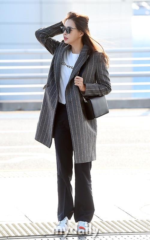 Sân bay MAMA Hồng Kông: Song Joong Ki tiều tụy bất ngờ, bà hoàng Lee Young Ae, EXO cùng dàn siêu sao đổ bộ - Ảnh 10.