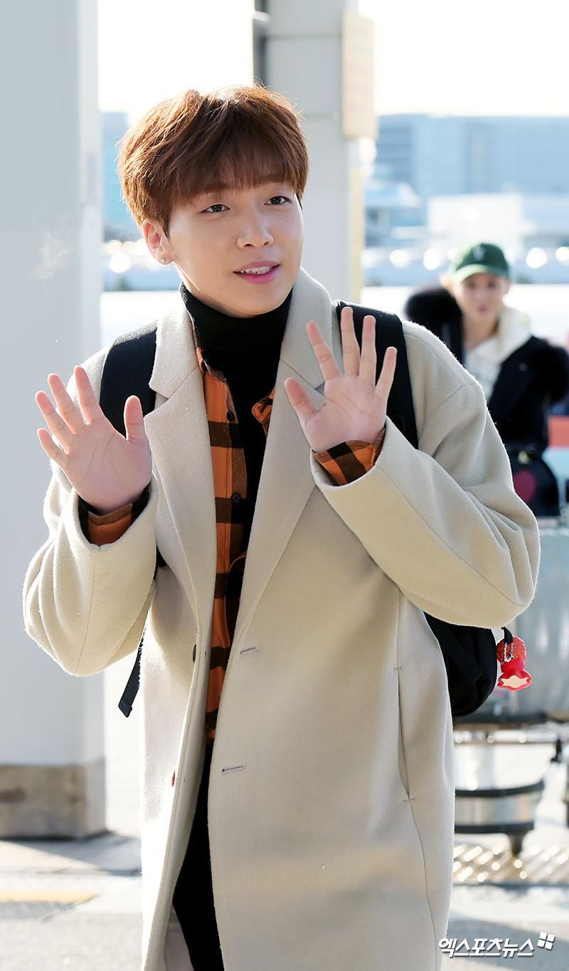 Sân bay MAMA Hồng Kông: Song Joong Ki tiều tụy bất ngờ, bà hoàng Lee Young Ae, EXO cùng dàn siêu sao đổ bộ - Ảnh 24.