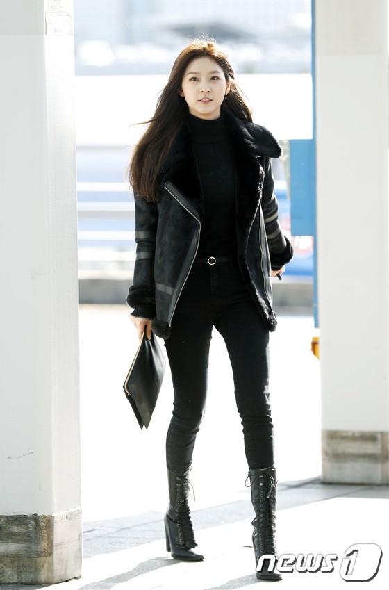 Sân bay MAMA Hồng Kông: Song Joong Ki tiều tụy bất ngờ, bà hoàng Lee Young Ae, EXO cùng dàn siêu sao đổ bộ - Ảnh 27.