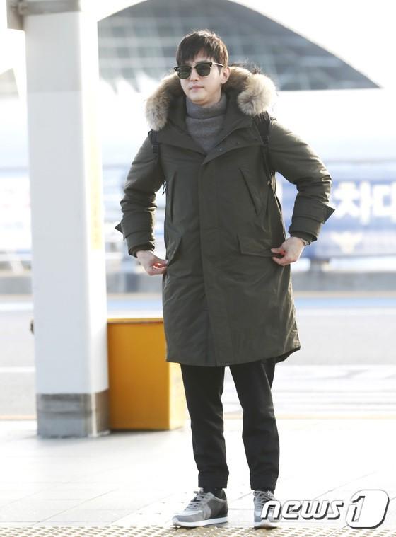 Sân bay MAMA Hồng Kông: Song Joong Ki tiều tụy bất ngờ, bà hoàng Lee Young Ae, EXO cùng dàn siêu sao đổ bộ - Ảnh 29.