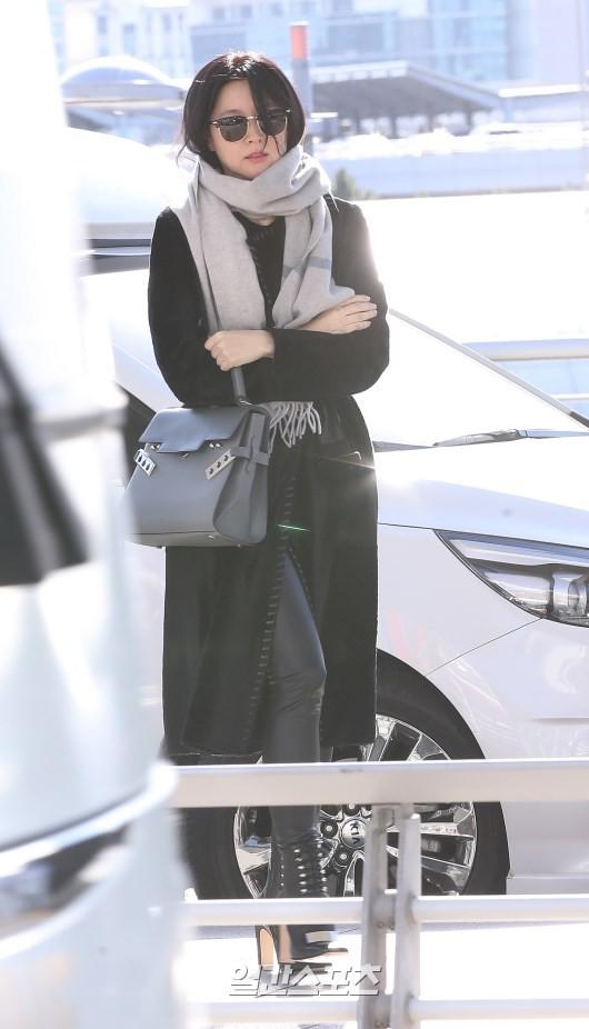 Sân bay MAMA Hồng Kông: Song Joong Ki tiều tụy bất ngờ, bà hoàng Lee Young Ae, EXO cùng dàn siêu sao đổ bộ - Ảnh 6.