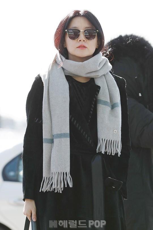 Sân bay MAMA Hồng Kông: Song Joong Ki tiều tụy bất ngờ, bà hoàng Lee Young Ae, EXO cùng dàn siêu sao đổ bộ - Ảnh 9.