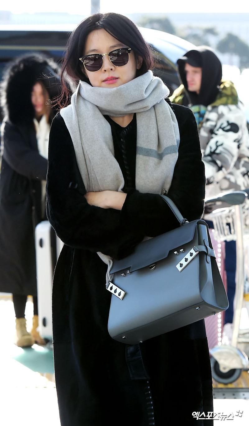 Sân bay MAMA Hồng Kông: Song Joong Ki tiều tụy bất ngờ, bà hoàng Lee Young Ae, EXO cùng dàn siêu sao đổ bộ - Ảnh 8.