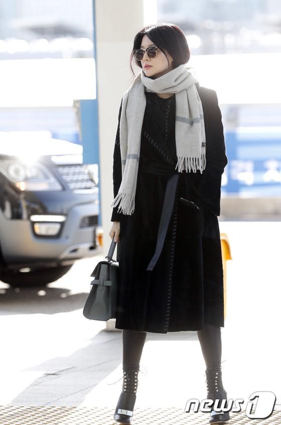 Sân bay MAMA Hồng Kông: Song Joong Ki tiều tụy bất ngờ, bà hoàng Lee Young Ae, EXO cùng dàn siêu sao đổ bộ - Ảnh 5.